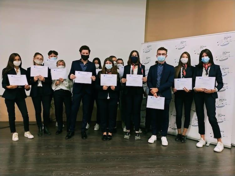 Groupe d'étudiants du lycée St-Vincent de Paul lors de la remise de la certification Atout France